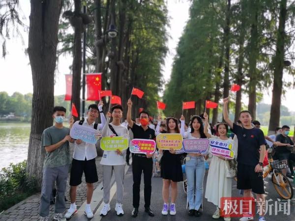 与文明相伴,与健康同行 | 中国好游客孙敏,携妻进景区倡导文明旅游