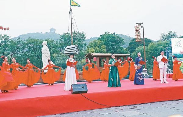 公共 | 李白诗歌节万名学生吟诵经典