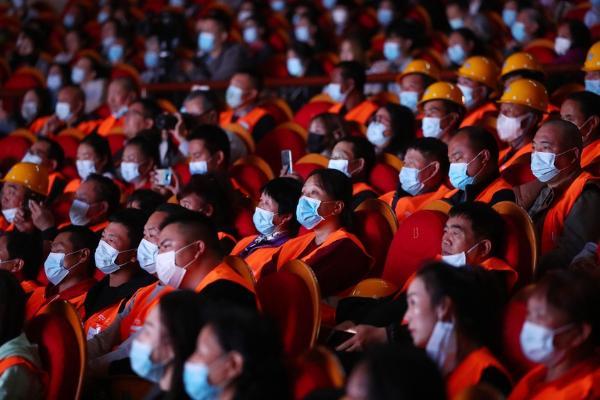 艺术 | 中国煤矿文工团音乐剧《花落花开》慰问一线建设者