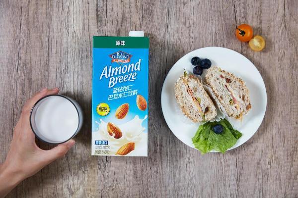 Almond Breeze蓝钻怡仁™ 巴旦木仁饮料,好饮料源自天然