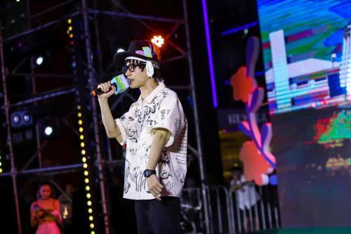 """说唱超人布瑞吉新歌《VVSMART》发布,陈小春曾赞赏他""""唱法很酷"""""""