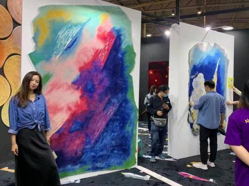 设计无极限,创意新潮流 ——君珩毯业首款设计联名系列地毯在设计中国北京全球成功首发