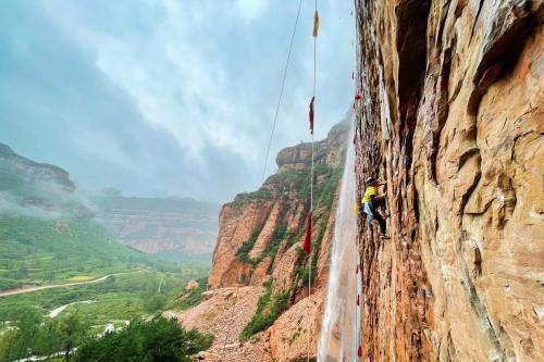 """中国攀岩自然岩壁系列赛为""""百里太行新画廊"""" 赋能"""