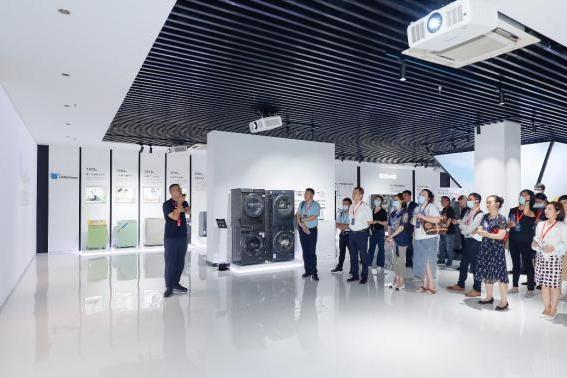 全球洗护生态技术融合创新基地正式揭牌,首站落地无锡小天鹅 !