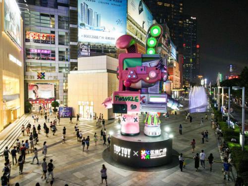 广州打卡新地标!TOP TOY探索新潮玩,原创IP Twinkle首个巨型雕像落座正佳广场