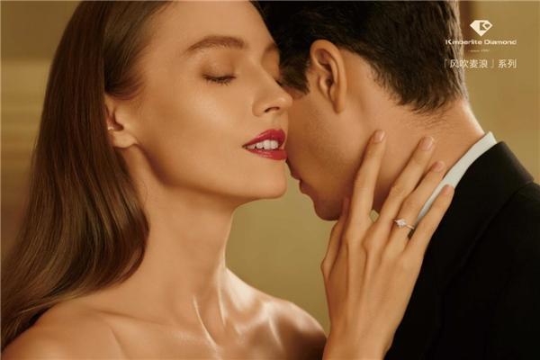 浪漫婚礼季,金伯利钻石「风吹麦浪」系列婚戒上市!