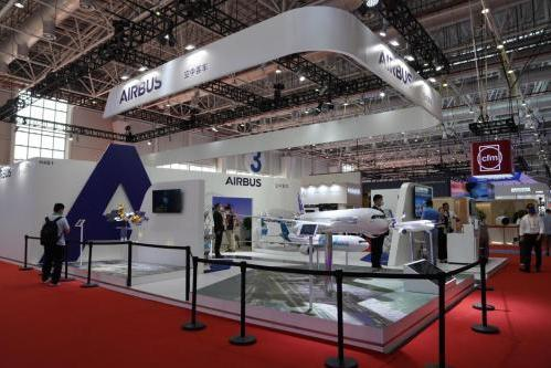 珠海航展:柔宇科技与空中客车合作落地,展示全新机舱柔性显示应用