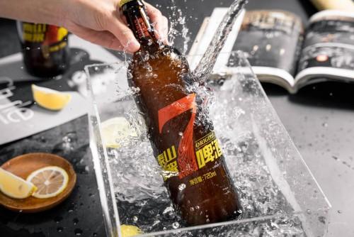 """泰山原浆啤酒邀请杜锋担任品牌代言人,联手打造""""鲜锋""""体验"""