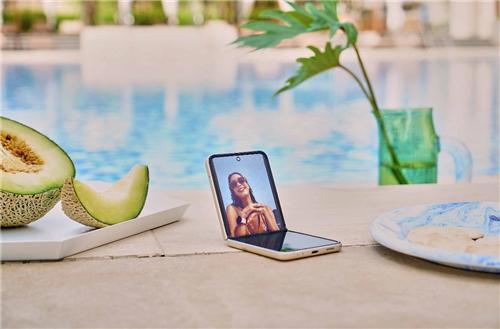 高效、时尚、耐用 新一代折叠屏三星Galaxy Z Fold3 Flip3 5G开售在即