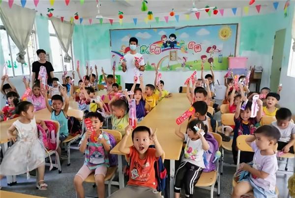 点亮乡村儿童微笑,薇美姿助推乡村口腔健康教育振兴