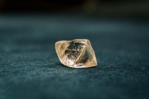 """钻石行业强化""""超级周期""""预期,恒信玺利大克拉业务迎风起舞"""