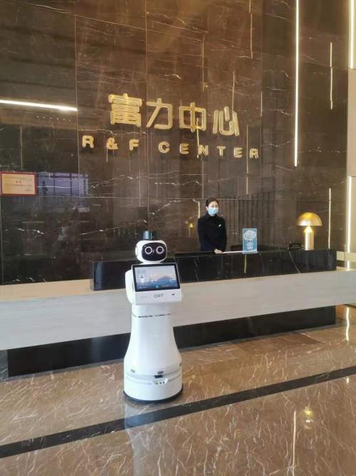 """AI""""守门员""""、智能""""接待员""""、机器人""""小跑腿""""…… CIOT机器人护卫队助力智能楼宇升级"""