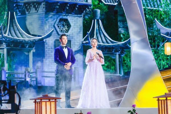 伊丽媛再度受邀加盟央视中秋晚会,连续三年开嗓献唱