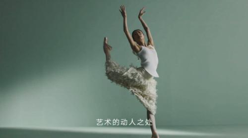雏菊的天空携手谭元元,传递「不迎合 做自己」的品牌态度