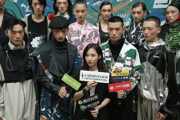 河南本土潮牌怪诞星球携手中国邮政惊艳亮相中国国际时装周!