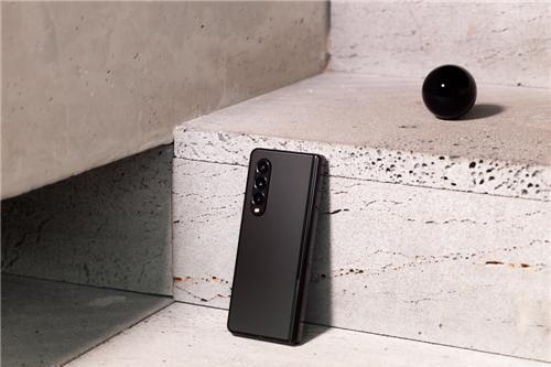 不仅防水还不怕刮伤 三星Galaxy Z Fold3 5G耐用性再创新高