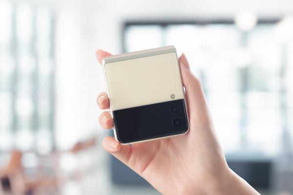 """三星Galaxy Z Flip3 5G拍摄玩法多变 """"出圈吸粉""""全靠它"""