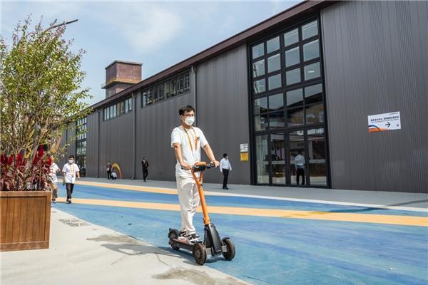 九号公司赛格威Segway T60智能共享滑板车作为服务用车亮相2021服贸会