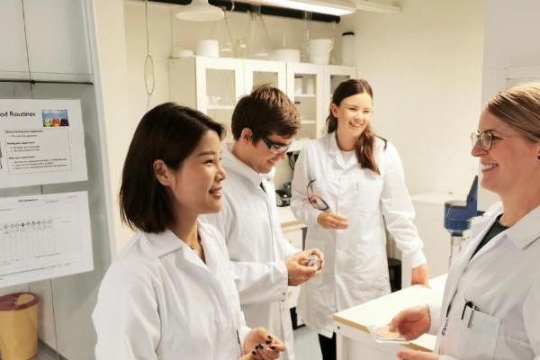 LH梨花品牌创始人前往瑞典乌普萨拉Disruptive科研中心进行考察,与科学家进行交流