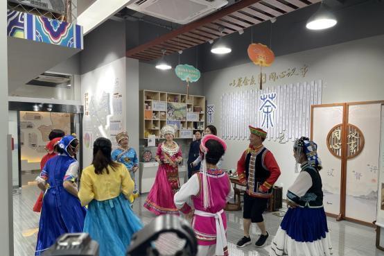 山河万里·可爱中国 KK直播多民族携手联欢迎国庆