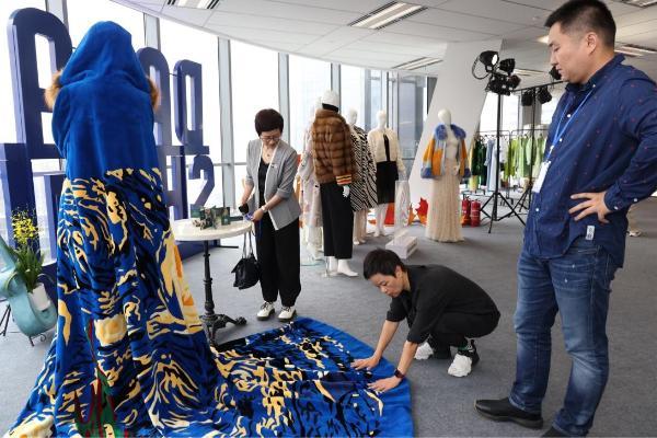 """国际毛皮协会会员企业在SS22上海时装周,""""宣读""""皮草行业变革新主张"""