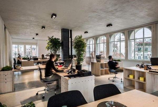 租甲级写字楼还是普通写字楼?堂堂办公让企业赢在起跑线上!