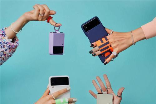 想入手高端折叠屏手机?劝你搭配陈欧旗下充电宝街电