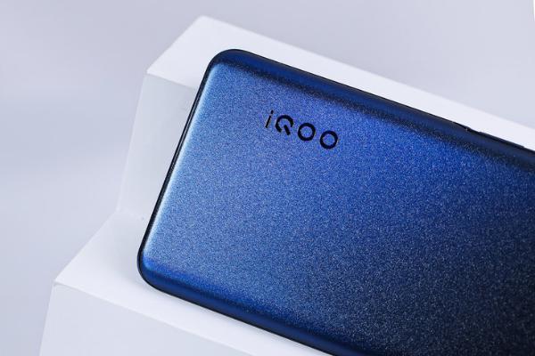 5000mAh长续航的性能先锋 iQOO Z5手机评测