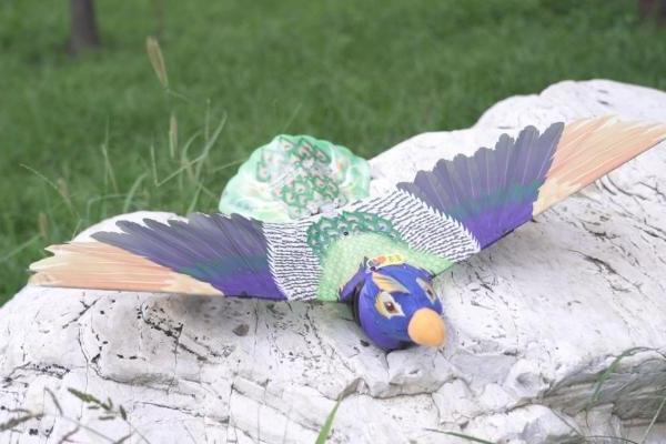新款仿生机器鸟Go Go Bird上市 汉王科技剑指服务机器人蓝海市场